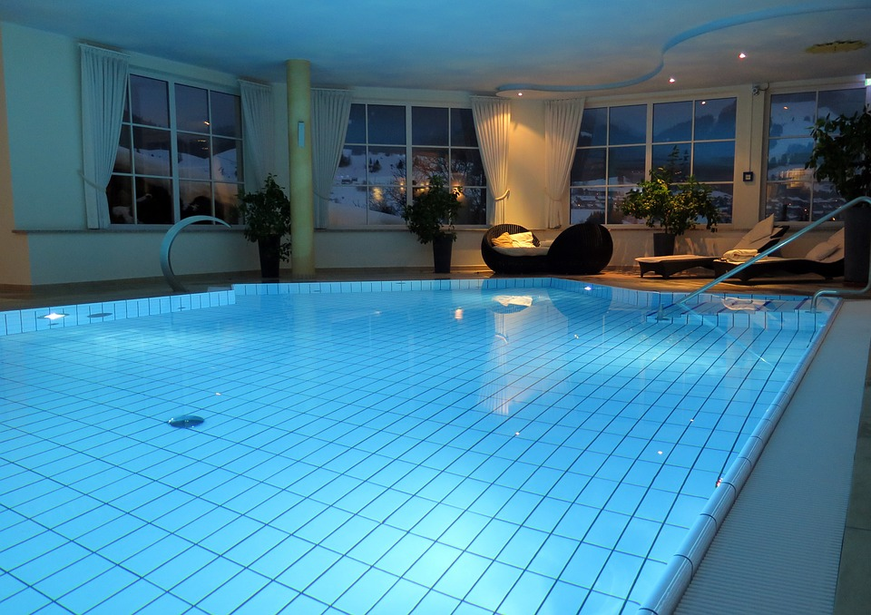 swimming-pool-659911_960_720